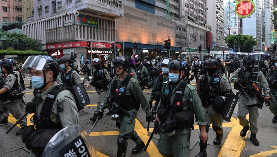 Policja na ulicach Hongkongu /MIGUEL CANDELA /PAP/EPA