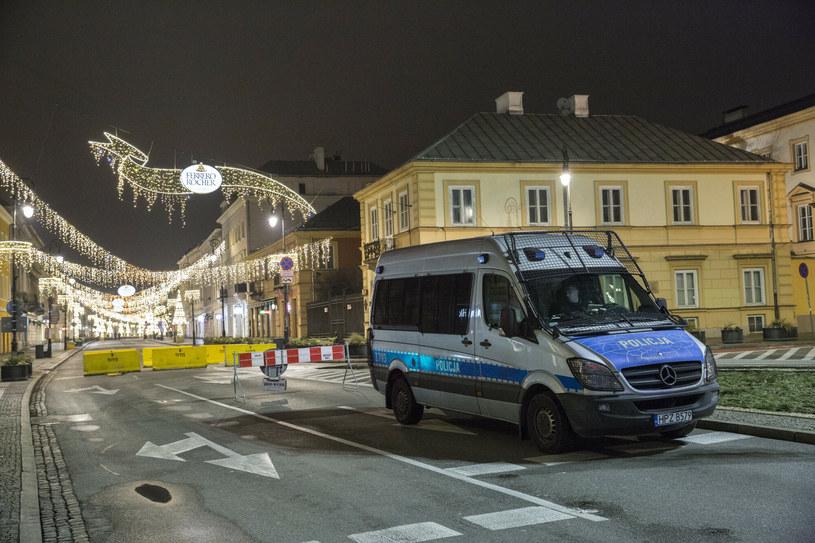 Policja na ulicach Warszawy /MAREK BEREZOWSKI/REPORTER /Reporter