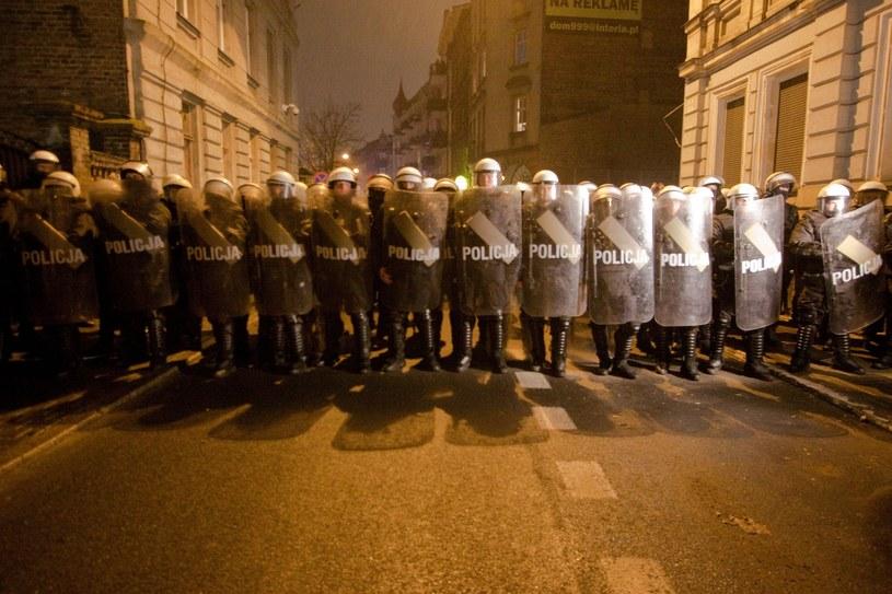 Policja na ulicy Strzałowej w Poznaniu 15 listopada /Sebastian Czopik /Reporter