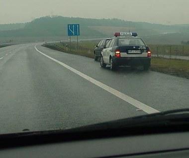 Policja nie może zatrzymywać na autostradzie!