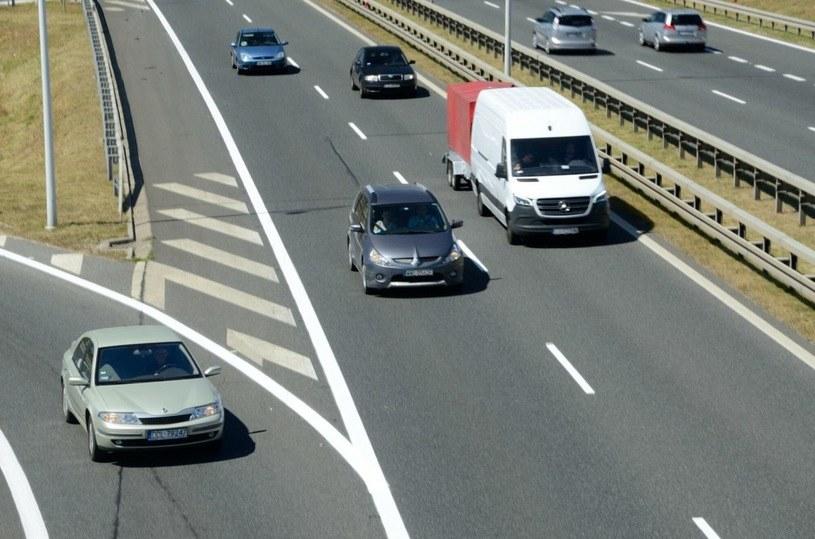 Policja nie wyegzekwuje przepisu o bezpiecznej odległości? /Bartłomiej Magierowski /Agencja SE/East News