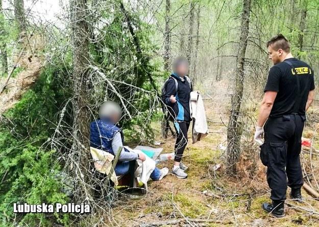 Policja odnalazła kobiety w lesie /Policja