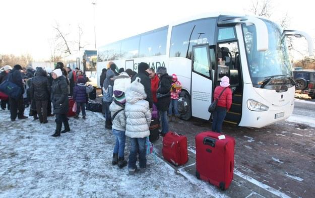 Policja oraz ITD apelują o ostrożność do osób przewożących dzieci /Stanisław Kowalczuk /East News
