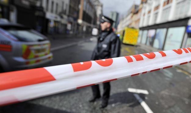 Policja otoczyła budynek w centrum Londynu /PAP/EPA