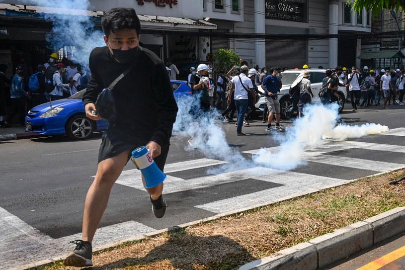 Policja otworzyła ogień do manifestujących w Mjanmie /SAI AUNG MAIN / AFP /AFP