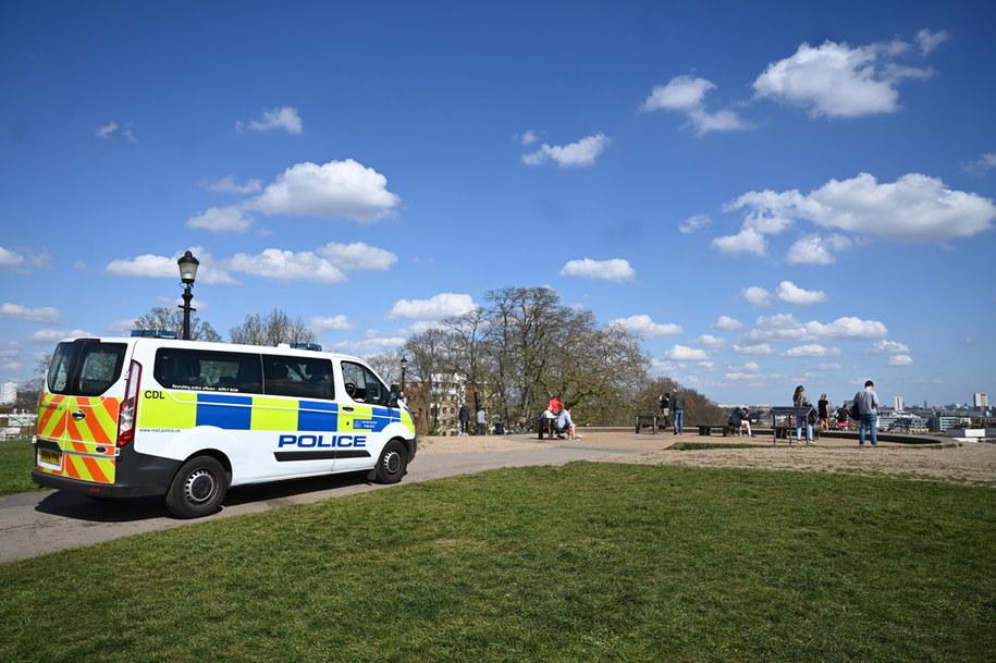 Policja patrolująca Primrose Hilll w Londynie /NEIL HALL /PAP/EPA