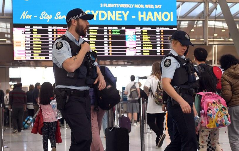 Policja patroluje lotnisko w Sydney /AFP
