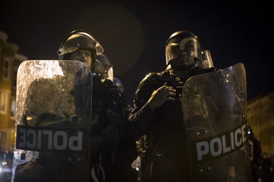 Policja podczas demonstracji w Baltimore /JOHN TAGGART /PAP/EPA