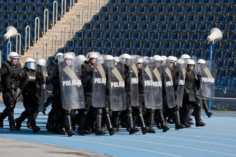 Policja podczas meczu w Bydgoszczy /Przemysław Szyszka /Agencja SE/East News