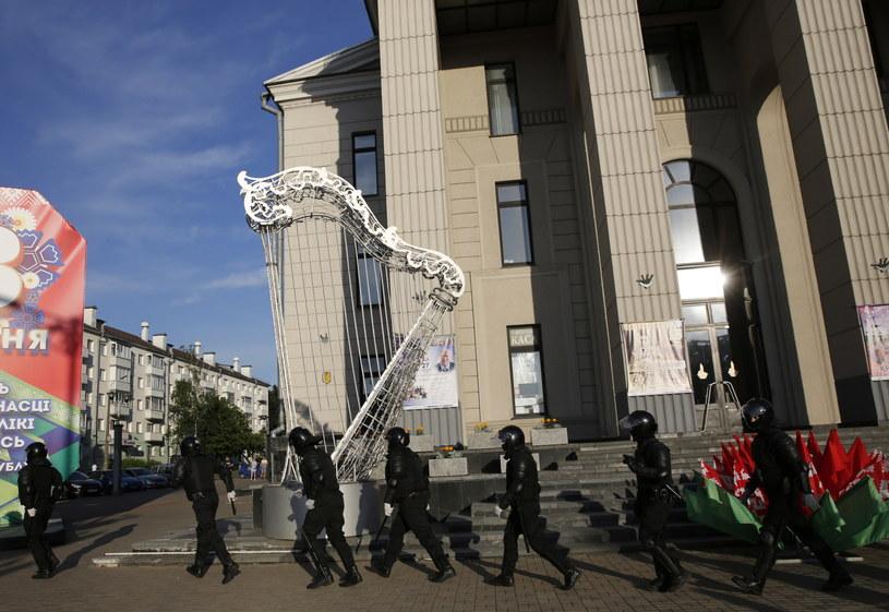 Policja podczas protestów w Mińsku /TATYANA ZENKOVICH  /PAP/EPA