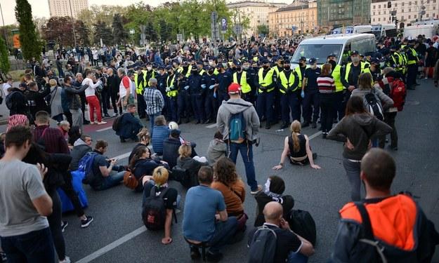 Policja podczas protestu przedsiębiorców w stolicy / Marcin Obara  /PAP