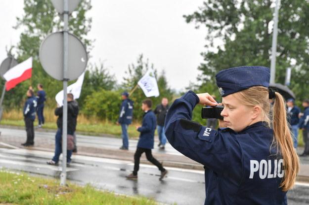 Policja podczas protestu w Rękoraju /Grzegorz Michałowski   /PAP