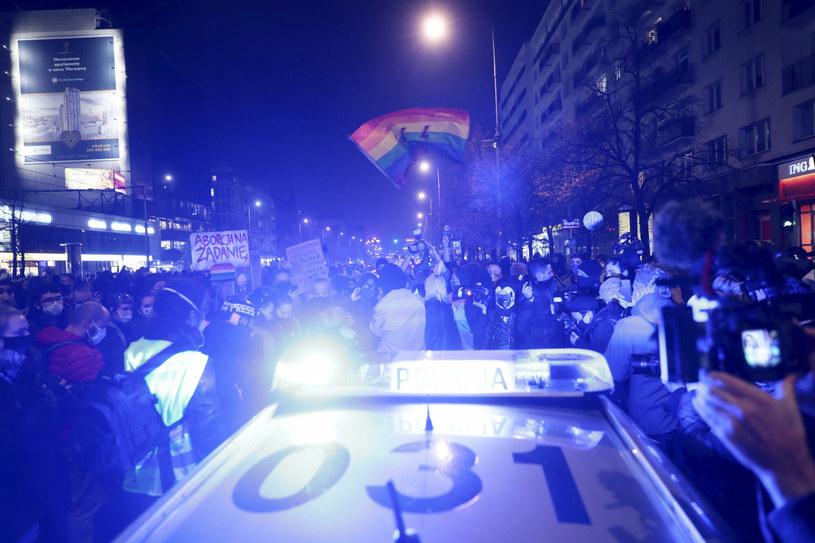 Policja podczas środowych protestów /Piotr Molecki /East News