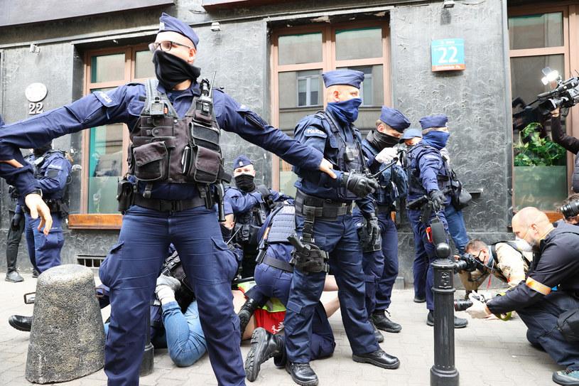 Policja podczas strajk przedsiębiorców w Warszawie /Rafal Gaglewski/REPORTER  /Reporter