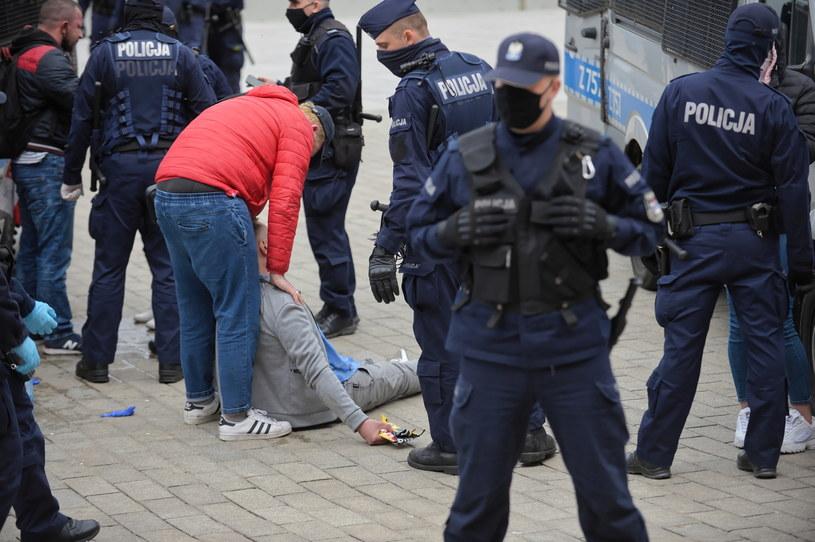 Policja podczas tak zwanego strajku przedsiębiorców / Marcin Obara  /PAP
