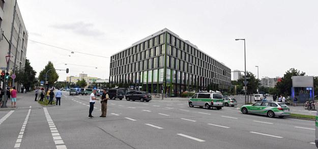 Policja przed centrum handlowym /PAP/EPA/FELIX HOERHAGER /PAP/EPA