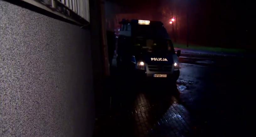 Policja przed domem rodziny ze Zgorzelca /TVN24