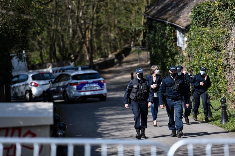 Policja przed domem Tapiego /AFP