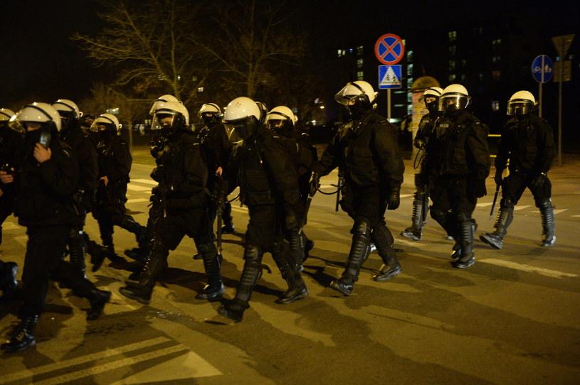 Policja przed Komendą Powiatową Policji w Legionowie, gdzie w ostatnich dniach doszło do podobnych protestów jak w Sosnowcu, zdjęcie ilustracyjne /Jacek Turczyk /PAP