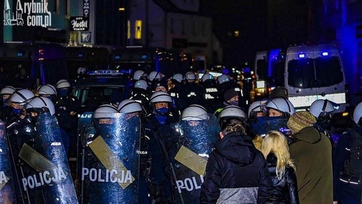 Policja przed lokalem w Rybniku /rybnik.com.pl /