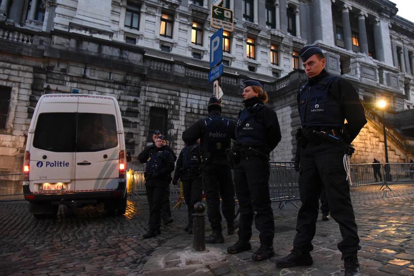 Policja przed Pałacem Sprawiedliwości /AFP