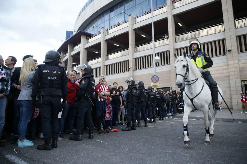Policja przed stadionem Atletico /PAP/EPA