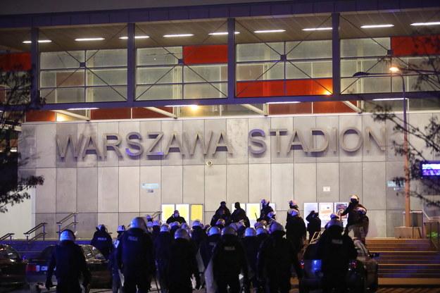 Policja przy stacji Warszawa Stadion w Warszawie 11 listopada / Leszek Szymański    /PAP