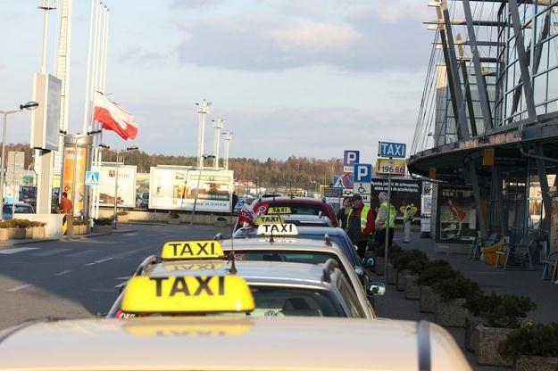 Policja rozbiła gang taksówkarzy... / fot. Michal Fludra /Reporter