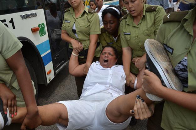 Policja rozbiła w Hawanie cotygodniowy protest Kobiet w Bieli /AFP