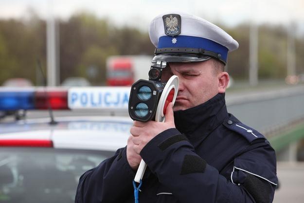 Policja się zbroi, ale kierowcy mogą się bronić / Fot: Tomasz Radzik /Agencja SE/East News