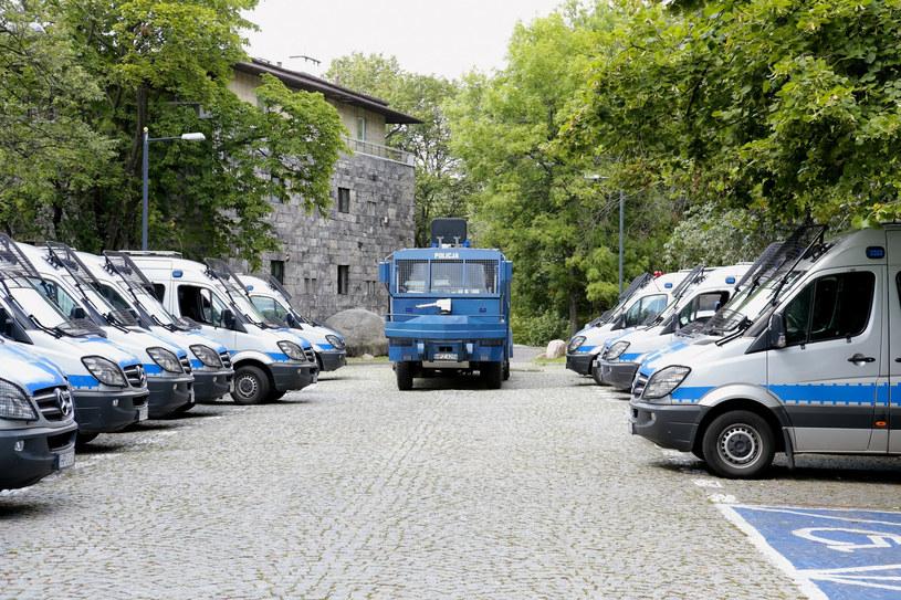 Policja się zbroi /Adam Jankowski /Reporter