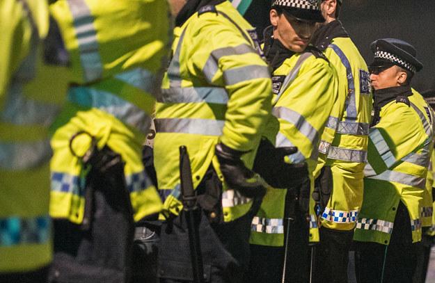 Policja skonfiskowała w kastety, siekiery i cegły (zdjęcie ilustracyjne) /AFP