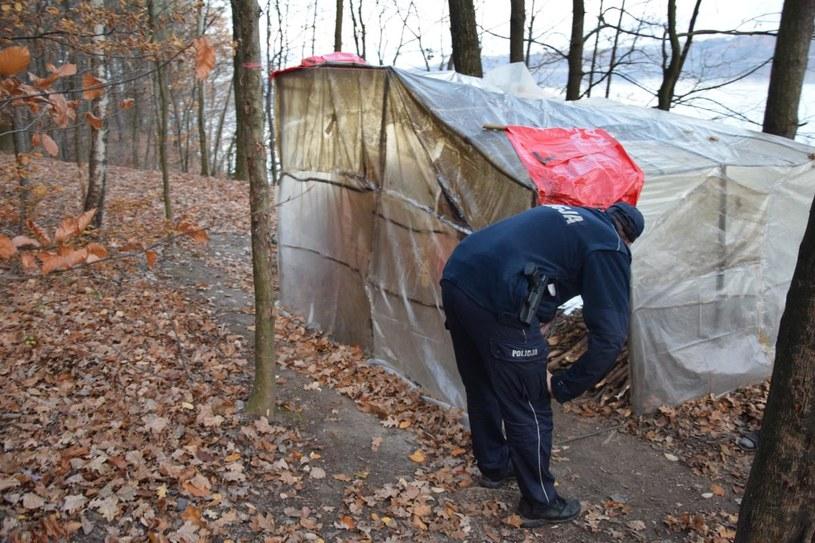 Policja sprawdza na bieżąco, co dzieje się u wędrowca z Korei /Materiały policji w Myślenicach /