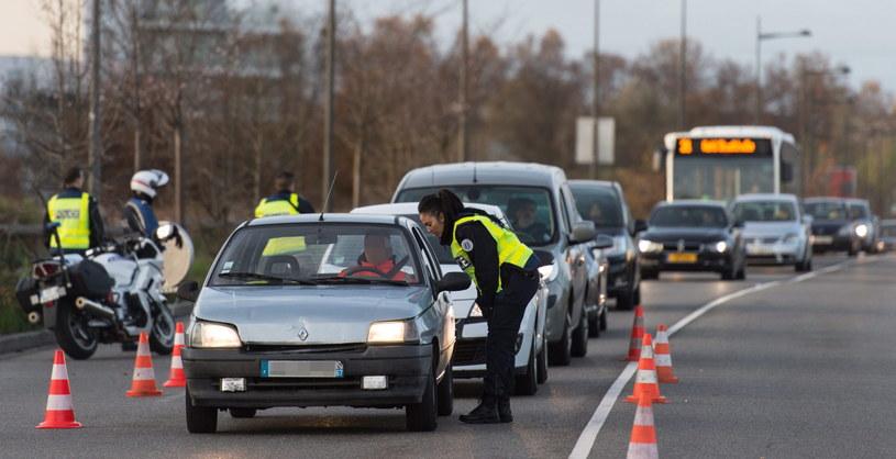 Policja sprawdza pojazdy na granicy niemiecko-francuskiej /Patrick Seeger  /PAP/EPA
