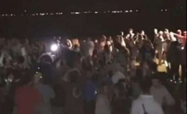 Policja szuka uczestników nocnej zabawy na francuskiej plaży