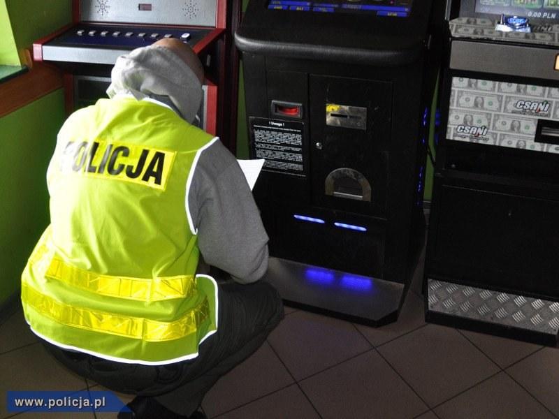 Policja uderzyła w hazard /Policja
