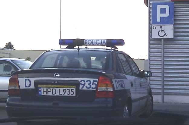Policja w Lubartowie. Nie wiadomo kto prowadził ten radiowóz /Fot. https://www.facebook.com/SfotografujPolicjanta /
