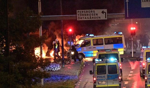 Policja w Malmoe podczas zamieszek /TT NEWS AGENCY /PAP/EPA