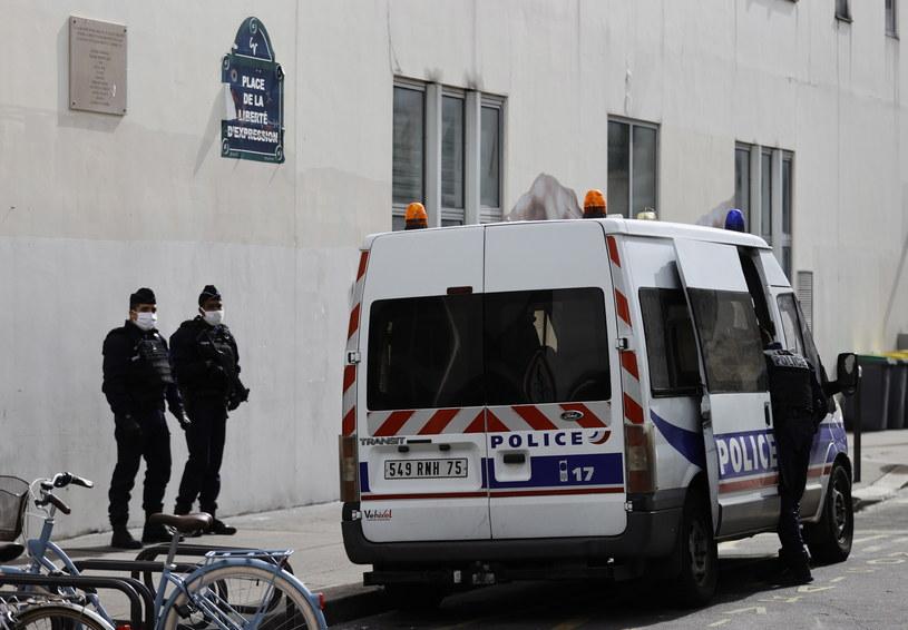 Policja w miejscu zamachu terrorystycznego w Paryżu /IAN LANGSDON /PAP/EPA