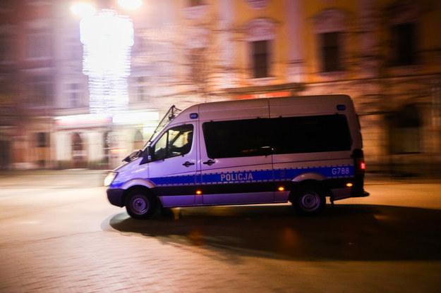 Policja w noc sylwestrową /Beata Zawrzel/REPORTER /Reporter