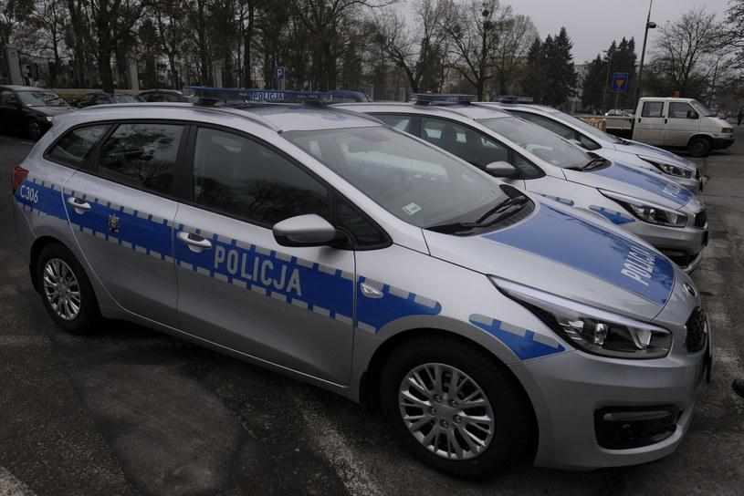 Policja wkroczyła do 16 placówek /Grzegorz Olkowski /East News