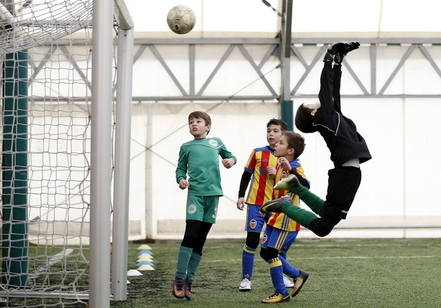 Policja wyjaśnia okoliczności kradzieży w szkółce piłkarskiej na Ursynowie. Zdjęcie ilustracyjne /ROBERT GHEMENT /PAP/EPA