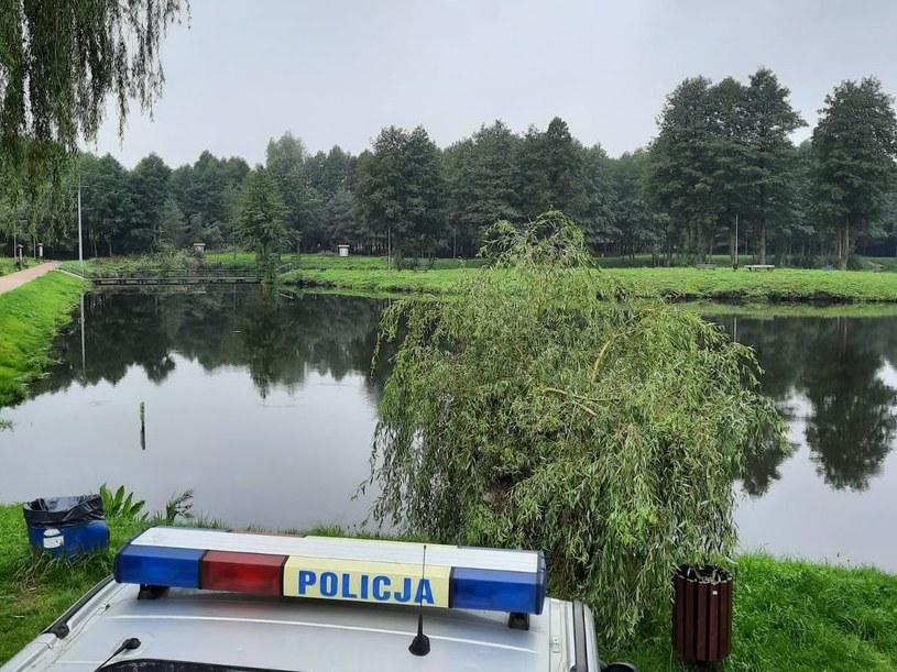 Policja wyjaśnia okoliczności śmierci 21-latki, której zwłoki odnaleziono w stawie /Łódzka policja /Twitter