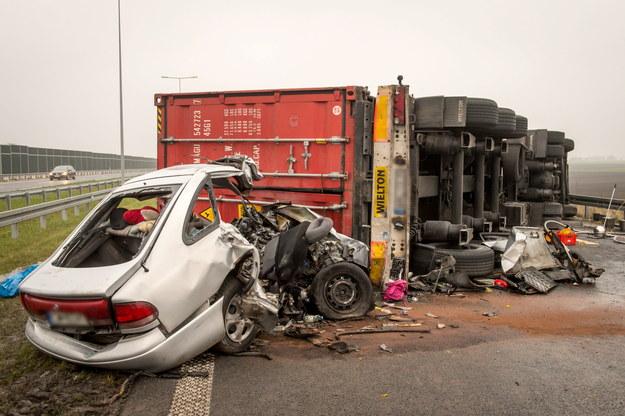 Policja wyjaśnia okoliczności wypadku /Tytus Żmijewski /PAP