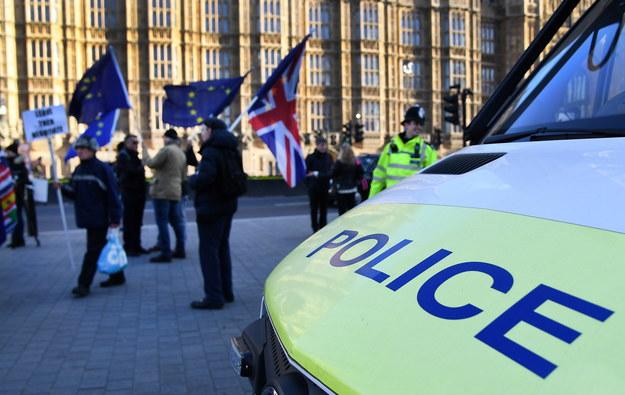 Policja wzmocniła ochronę brytyjskiego parlamentu i posłów