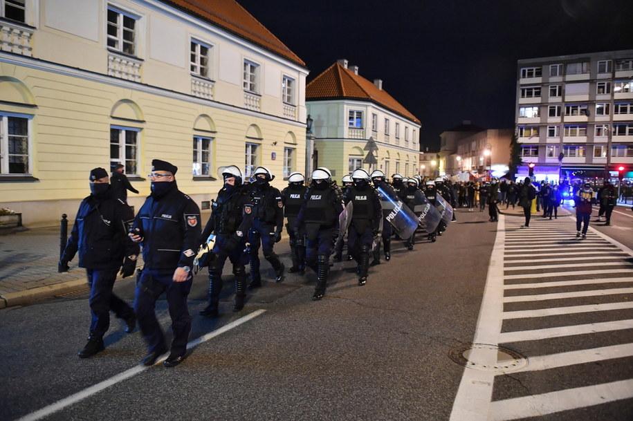 """Policja zabezpiecza protest pod hasłem """"Na Warszawę!"""" / Radek Pietruszka   /PAP"""