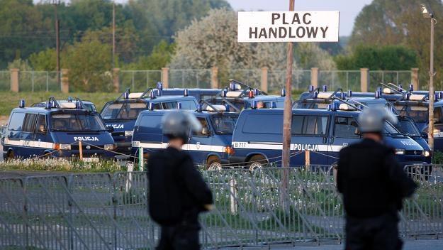 Policja zabezpieczająca mecz Zagłębia ze Śląskiem. Fot. Grzegorz Hawałej /PAP