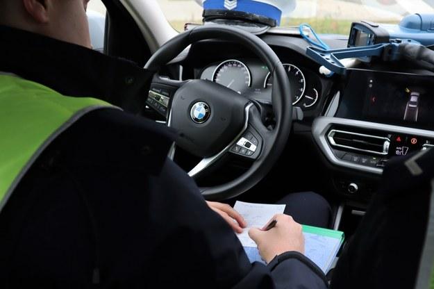 Policja zatrzymała samochód, w którym jechała kobieta z podejrzeniem koronawirusa