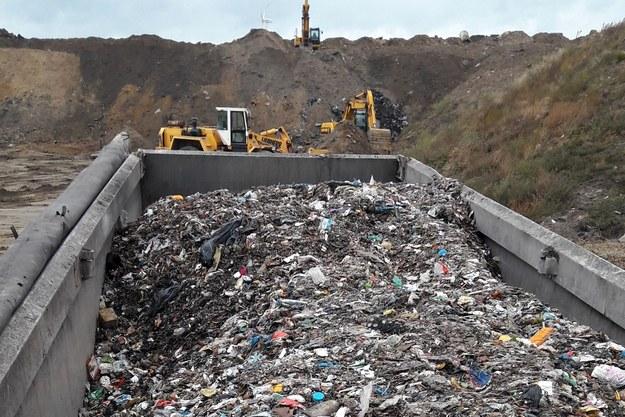 Policja zatrzymała we wtorek pięć samochodów przewożących ponad 100 ton odpadów. /KMP w Piotrkowie Trybunalskim /Policja