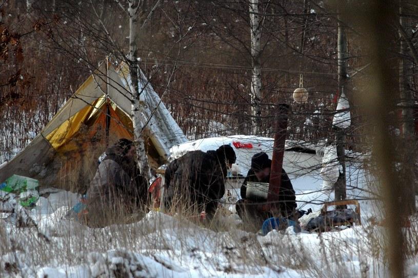 Policjanci apelują, by w czasie zimy zwrócić szczególną uwagę na bezdomnych /Piotr Kamionka /Reporter